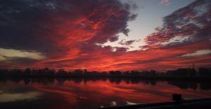Foto-dnia: Wschód słońca nad stawem przy ul. Górniczej