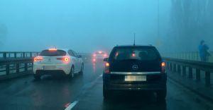 Ostrzeżenie przed gęstą mgłą. Widzialność nawet do 50 metrów