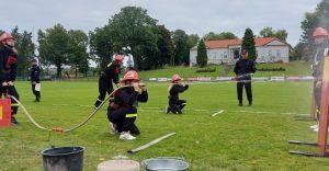 Zawody młodzieżowych drużyn pożarniczych. OSP Ligota na podium
