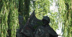 Pomnik ma zostać przy rondzie!
