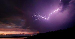 Poniedziałek z burzami. IMGW wydało ostrzeżenie II stopnia