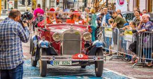 [WIDEO, ZDJĘCIA] Blisko 100-letnie samochody na Placu Ratuszowym