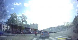[WIDEO] Potrącenie rowerzystki. Sprawca uciekł!