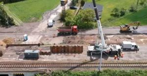 Rozjeżdżają drogi. Problemy z remontem linii kolejowej w Zabrzegu