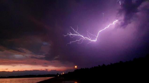 burza nad zaporą w Łące