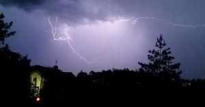 Wieczorem i w nocy przez woj. śląskie mogą przejść burze