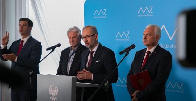 Minister zdrowia dr Adam Niedzielski przedstawił plan walki z epidemią koronawirusa na jesień