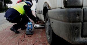 Policjanci eliminują z ruchu niesprawne pojazdy