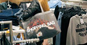 Bezpieczne zakupy przedświąteczne - praktyczne porady policjantów