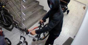 [WIDEO] Czechowiccy policjanci poszukują sprawcy kradzieży roweru