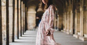 Sukienki na jesień - jakie dodatki?