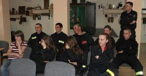 Szkolenie młodych strażaków