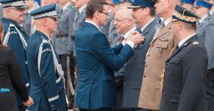 Premier Morawiecki wręczył staroście bielskiemu złoty medal