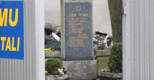 Pomnik ku czci pomordowanych Żydów trafi w godniejsze miejsce