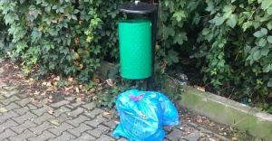 Podrzuciła odpady komunalne pod kosz uliczny. Otrzymała mandat