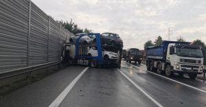 Poranna kolizja dwóch samochodów i ciężarówki na DK-1