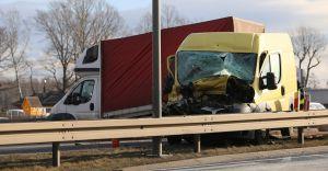 [WIDEO i ZDJĘCIA] Wypadek na DK-1: zderzyły się trzy auta dostawcze