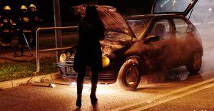 Czy wiesz jak się zachować, gdy zapali się samochód?