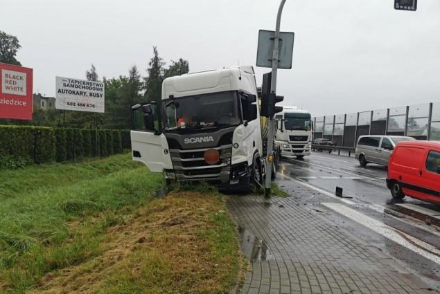 Kolizja w rejonie skrzyżowania DK-1 z ulicą Węglową