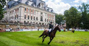 Impreza w pszczyńskim parku - widowiskowe zawody jeździeckie