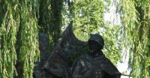 Pomnik przy rondzie: usunąć czy nie?