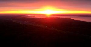 Wideo-dnia: zachód słońca nad zaporą w Goczałkowicach