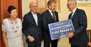 Marian Błachut odebrał symboliczny czek na 2,5 mln złotych