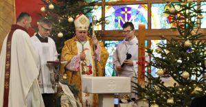 Biskup pobłogosławił chrzcielnicę w Miliardowicach