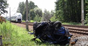 W Piasku samochód osobowy zderzył się z Pendolino. Interweniował LPR