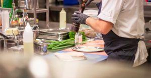 Fartuchy kuchenne z nadrukiem - idealny pomysł na prezent