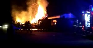 [WIDEO] Pożar altanki na terenie ogródków działkowych