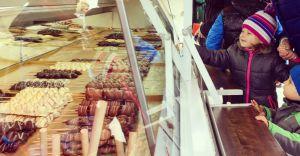 [WIDEO] Na parkingu przed Sferą stanęło ponad 20 food trucków