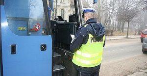 Rozpoczęły się ferie zimowe. Policjanci kontrolują autokary