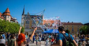 Dzień Baniek Mydlanych - Bubble Day w Pszczynie w czerwcu