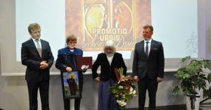 """Nagroda """"Promotio Urbis 2020"""" dla małżeństwa Szypułów"""