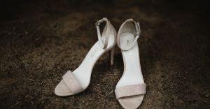 Jakie sandały i klapki sprawdzą się w stylizacjach wizytowych?