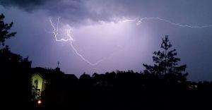 Ostrzeżenie IMGW: we wtorek burze z gradem w części województwa