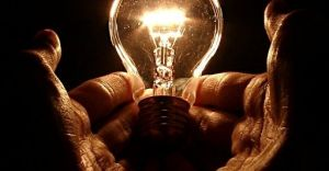 Gaśnie lampa naftowa - elektryfikacja Czechowic i Dziedzic