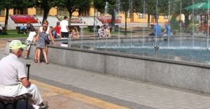 Ożyła fontanna na Placu Jana Pawła II