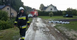 [ZDJĘCIA] Kilkadziesiąt interwencji strażaków po piątkowej nawałnicy