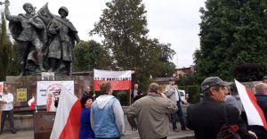 """Pod """"pomnikiem braterstwa broni"""" upamiętnili agresję ZSRR na Polskę"""