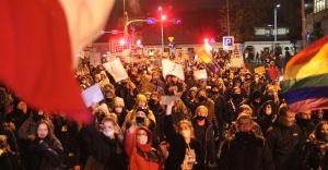 [WIDEO, FOTO] Mimo deszczu ok. 2000 osób wyszło na ulice Bielska
