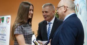 Sportowcy i ich mentorzy nagrodzeni przez władze powiatowe