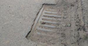 [FOTO] Ul. Kolejowa: niedrożne studzienki zagrażają bezpieczeństwu