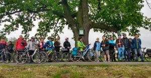 47 cyklistów poznawało pomniki przyrody z terenu naszej gminy