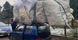Foto-dnia: Przewoził bagaż dwa razy większy od wielkości samochodu