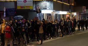 [ZDJĘCIA] Kolejny Protest Kobiet przeszedł ulicami Czechowic-Dziedzic