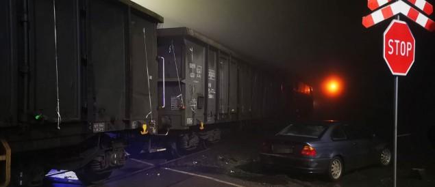 Kaniów: Samochód zderzył się z pociągiem towarowym - 19.04.2021