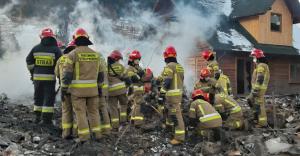 [ZDJĘCIA] Z gruzowiska w Szczyrku wydobyto ciała 4 dorosłych i 4 dzieci