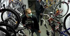 [WIDEO, FOTO] Ukradli rowery za 5,5 tys. złotych. Szuka ich policja